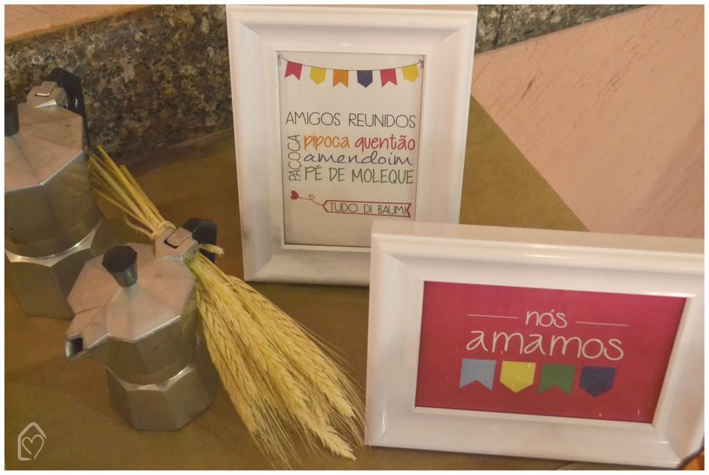 pôsteres de festa junina, com frases e desenhos.