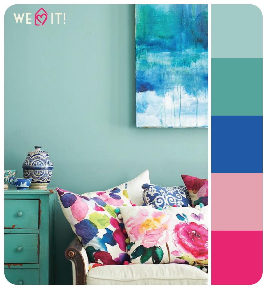 Sala de estar com muitas cores, como azul, turquesa, e pink.