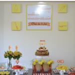 Chá de cozinha amarelo e laranja