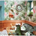 Restaurante com decoração tropical e vintage