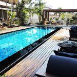 Piscina luxuosa e zen ganha destaque na área de lazer da CasaCor de Franca