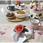Mesa de café criativa e cheia de amor