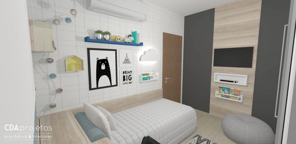 Na parede, quadros e prateleiras para livros e brinquedos. E na outra, parede lousa para desenhar, TV no painel de madeira, e pufe para sentar.