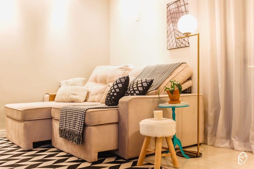 Uma luminária pode decorar 3 ambientes diferentes, aqui vemos na sala de estar.